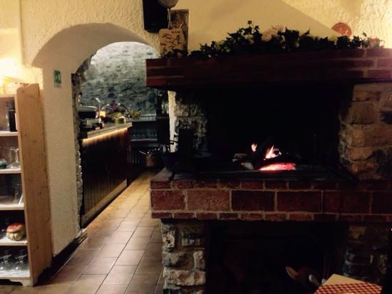 Al Vicolo: Open fire to keep you warm