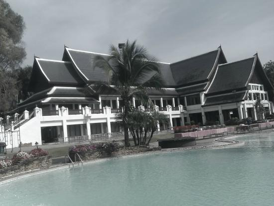 Wiang Indra Riverside Resort: Hotel
