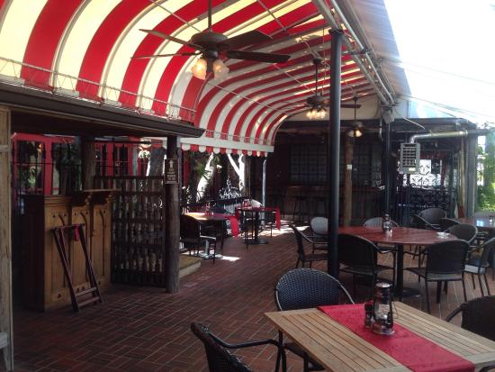 The Patio Seafood Tavern: Outside Seating