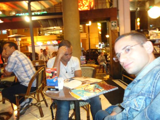 Cafe Cafe: No happy hour com amigos