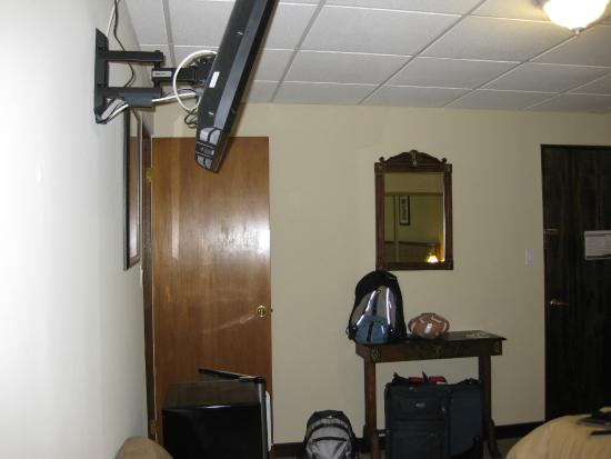 S.J. Suites: view of room from far wall