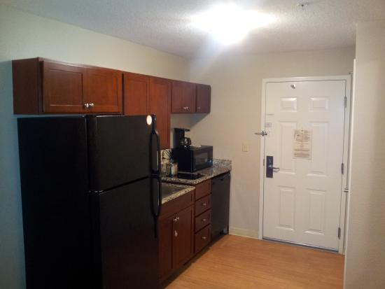 Candlewood Suites Columbia-Ft. Jackson: Kitchen
