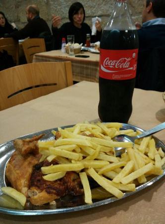 Restaurante Pedro dos Frangos: Poulet rôti avec frites