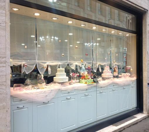 In vetrina, i piccoli capolavori di Cake Design modellati ...