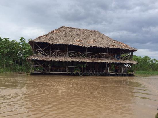 Kurupira Floating Cabin Amazonas : The hotel from the river