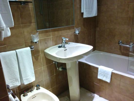 Baño Al Estilo De Candice:Espahotel Plaza Basilica: Cuarto de baño al estilo de los 80