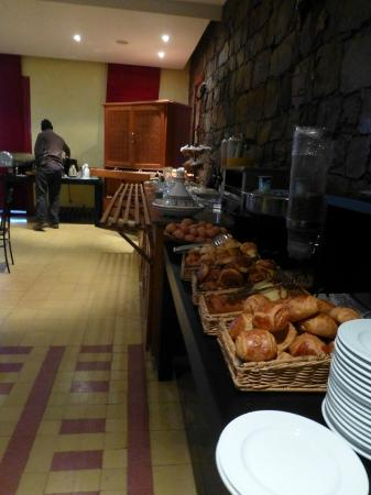 IBIS MOUSSAFIR OUARZAZATE : Breakfast buffet