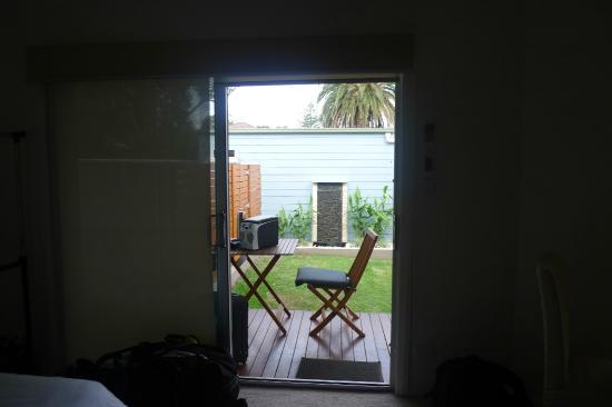 Southview - Boutique Guest House : Petite terrasse donnant sur le jardin