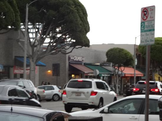 Larchmont Village: Looking down the street