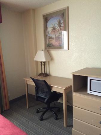 Country Inn & Suites By Carlson, Miami (Kendall): el escritorio