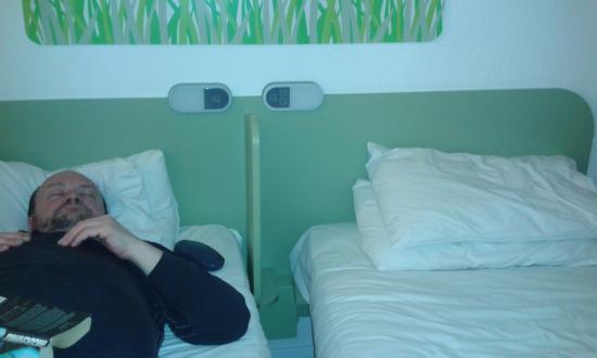 Hotel ibis budget Sheffield Arena: strange divider between beds