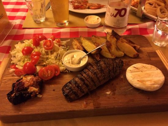 La Specialeria: Tagliata di manzo con tomino, melanzana, patate e insalata