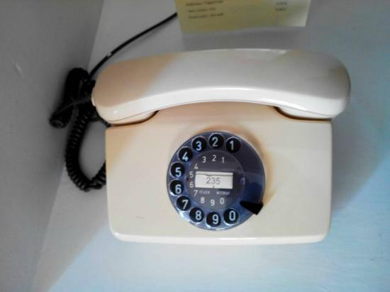 Arbanassi Palace : Le téléphone dans la chambre