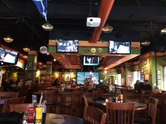 Tilted Kilt Pub & Eatery: Inside at Bar Area
