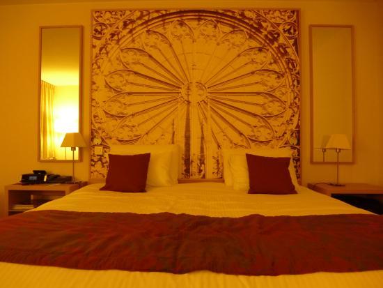 Mercure Strasbourg Palais des Congres : Chambre Privilège : le lit et sa déco.