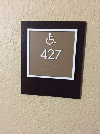 Extended Stay America - Orange County - Yorba Linda : Assigning Handicapped Rooms to able bodied travelers