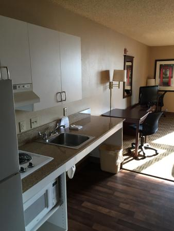 Extended Stay America - Orange County - Yorba Linda: Kitchen