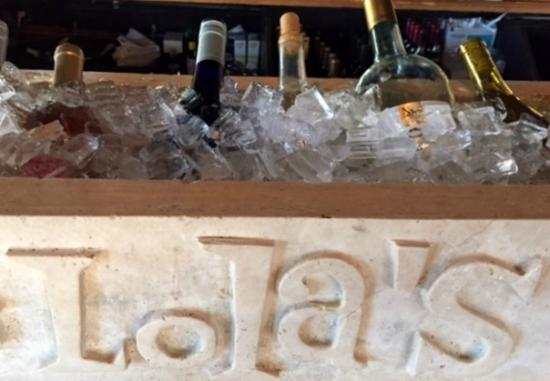 Lola's Kitchen and Wine Bar: Chillin'