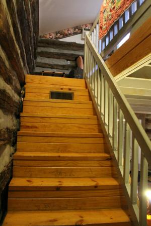 Pilot Knob Inn : The steps to the bedroom are a bit narrow.