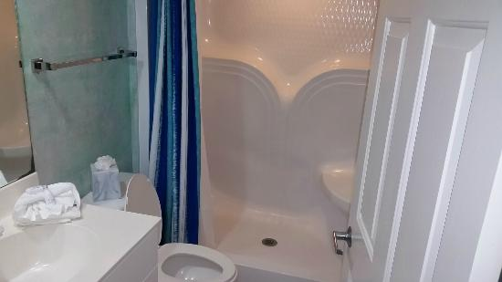 GullWing Beach Resort: 2nd bath