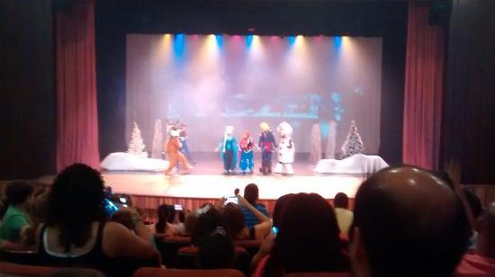 Salto: Teatro... Apresentação de Frozen
