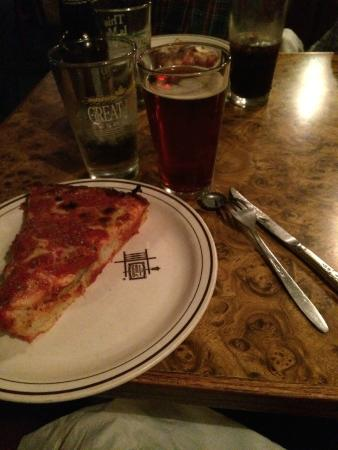 Burt's Place: pizza and beer