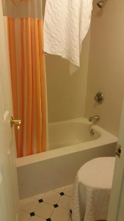 La Quinta Inn Farmington: Room #119 bathroom