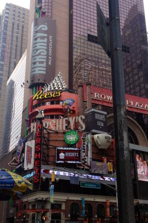 Olive Garden: Hershey Store Viewed From The Olive Garfen In Time Square