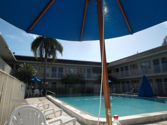 Motel 6 Dania Beach: nice pool area