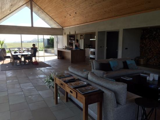 Takatu Lodge & Vineyard: open plan lounge and dining area