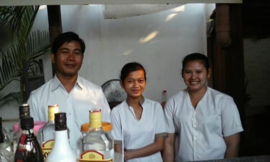 Landing Point Villa: Hotel staff