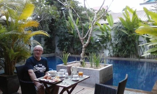 Landing Point Villa: Breakfast by the pool