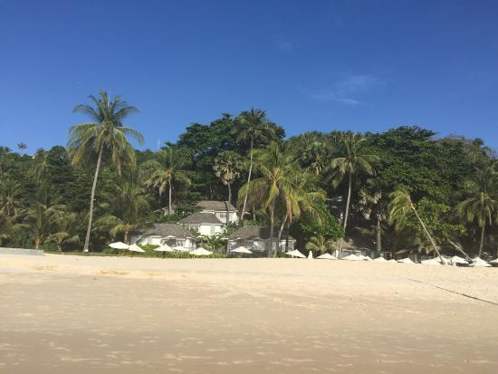 Choeng Thale, Thailand: View back on the cottages from the private beach