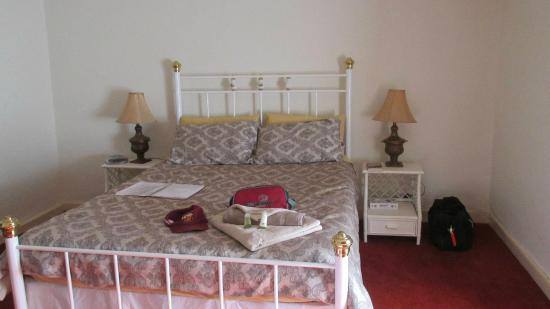 Man O' Ross Hotel: Lovely stylish comfortable bed