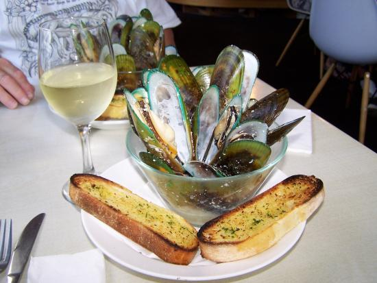 The Pier Lounge Bar & Cafe: Great Green lipped mussels!