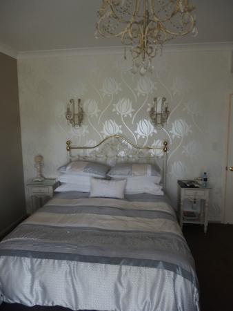 Blairgowrie House: Tulip room Queen bed