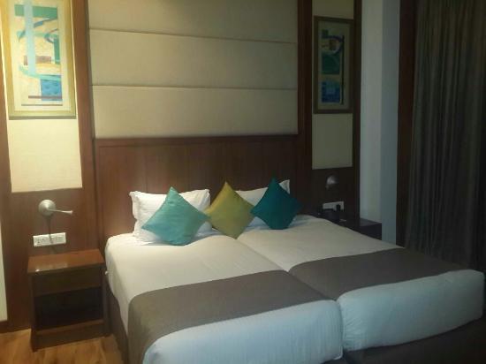 Savoy Suites Greater Noida: Bedroom