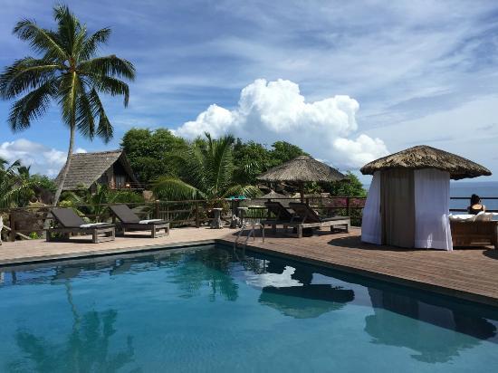 Chateau de Feuilles Restaurant : Déjeuner au bord de la piscine