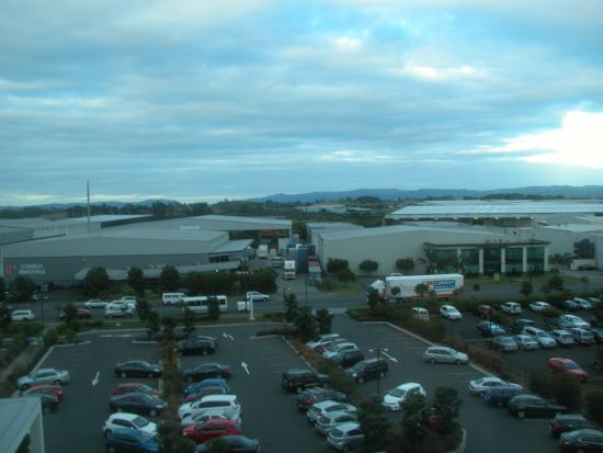 Sudima Auckland Airport Hotel: The view from our window was not inspiring!