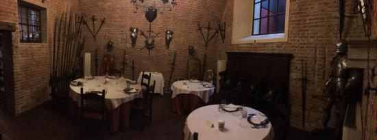 Sala da pranzo medievale foto di castello bevilacqua for Sala da pranzo foto