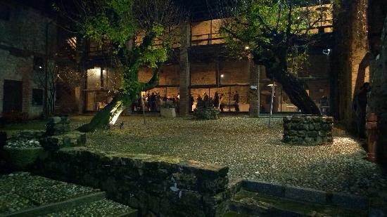 Hotel Castello Di Pomerio: Vista dal chiostro