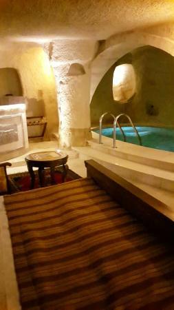 Kayakapi Premium Caves - Cappadocia: Cave and pool room #119