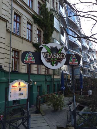 Viasko: The entrance