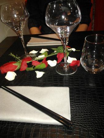 Restaurant La Cafetière Fêlée: table st valentin