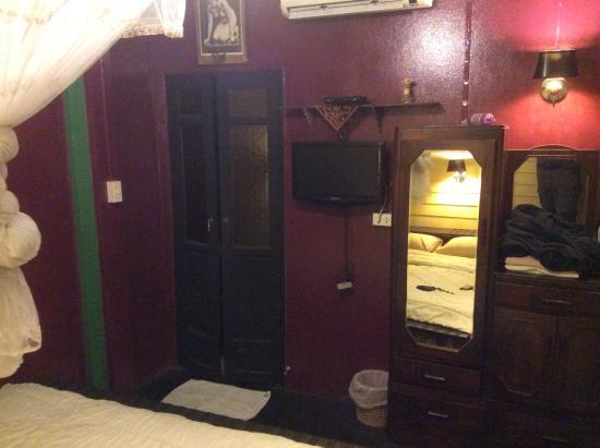Baan Tepa: Bedroom towards ensuite