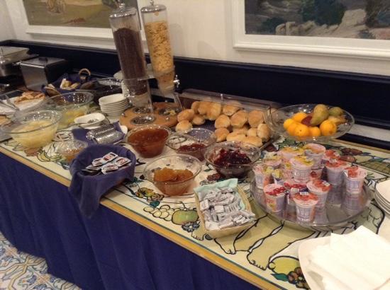 Astoria Hotel: breakfast