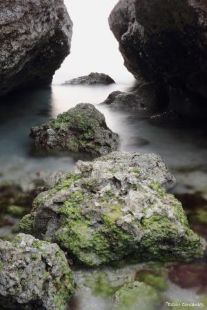 Through these rocks - Foto di Hamahiga-jima Island, Uruma ...