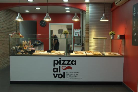 Foto de pizza al vol barcelona mostrador tripadvisor - Mostradores de bar ...