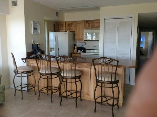 Ocean Pointe Suites at Key Largo: Kitchen area 2416