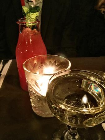 Candeur Dessert & Cocktail Bar : Cava and raspberry, apple and soda